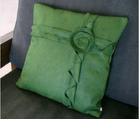 Corner Green Daisy Flower Pillow